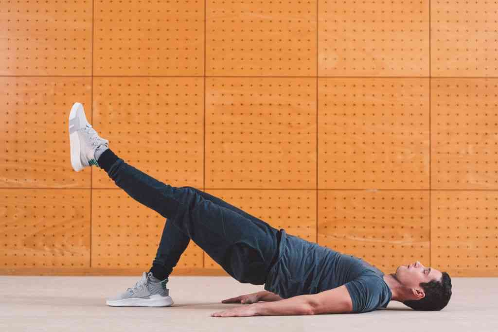 hamstring exercises without equipment